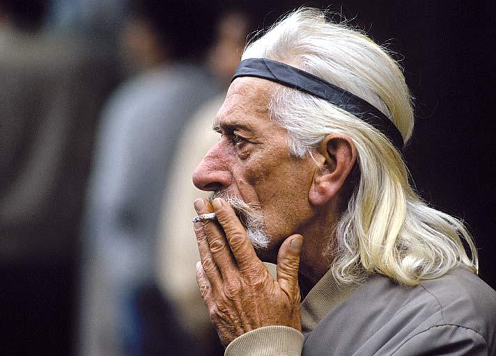 Alter mann aus jüngeren mädchen